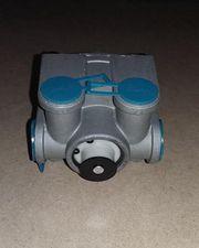 Кран тормозной R-12 5 выходов с кронштейном для автобусов и грузовиков